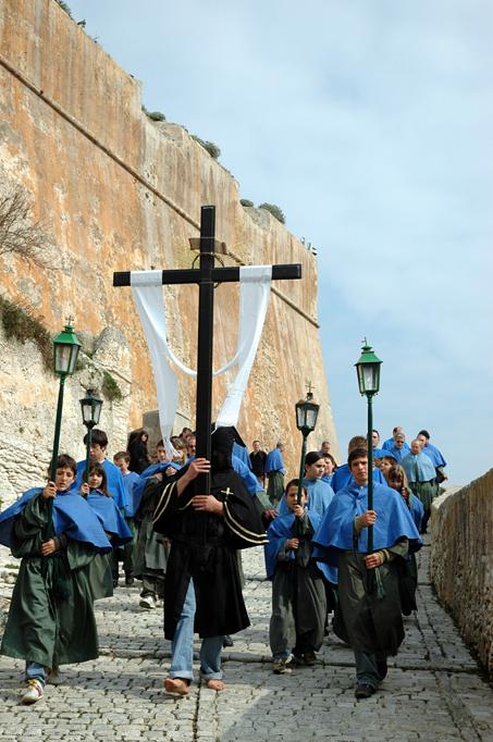 procession pâques bonifacio confréries